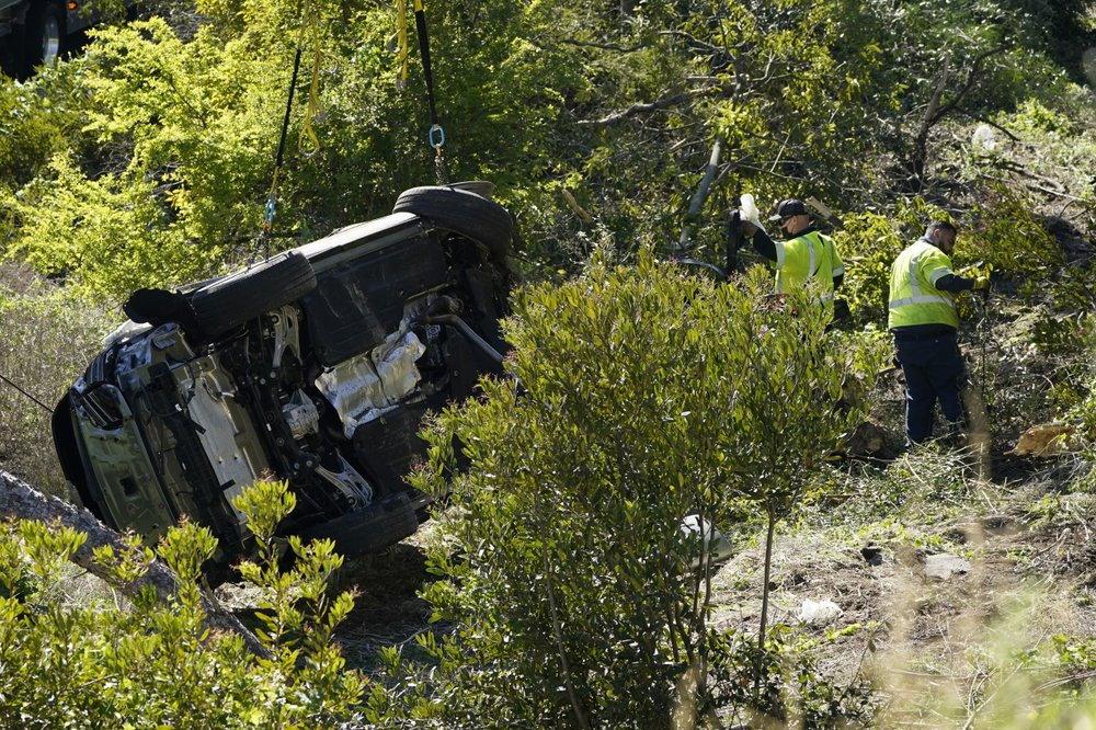 Detectives look into data from 'black box' from Tiger Woods crash