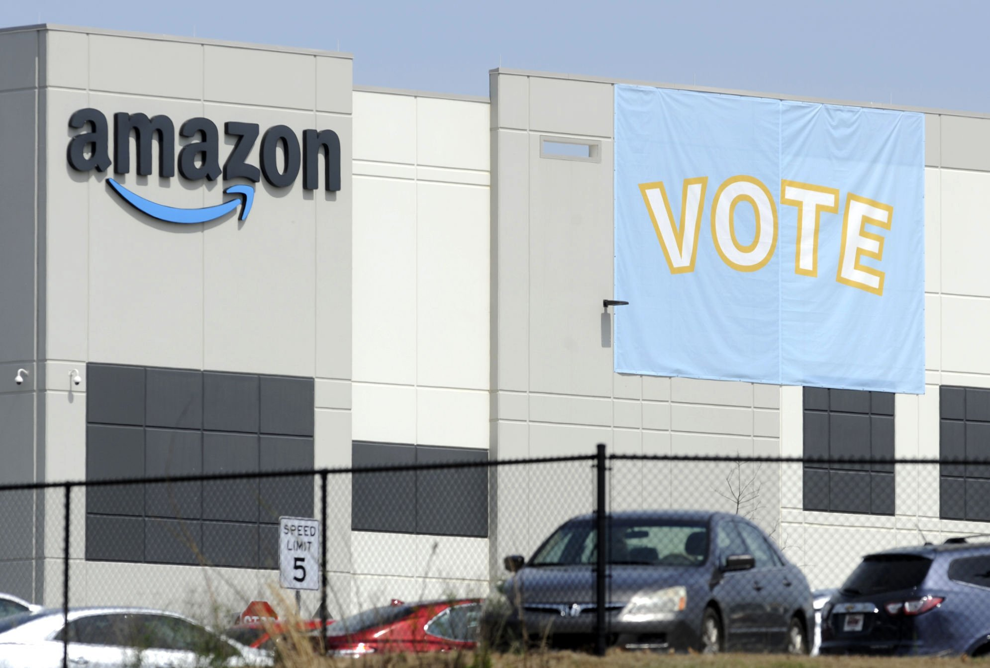 Amazon warehouse workers reject union bid in Alabama - Associated Press