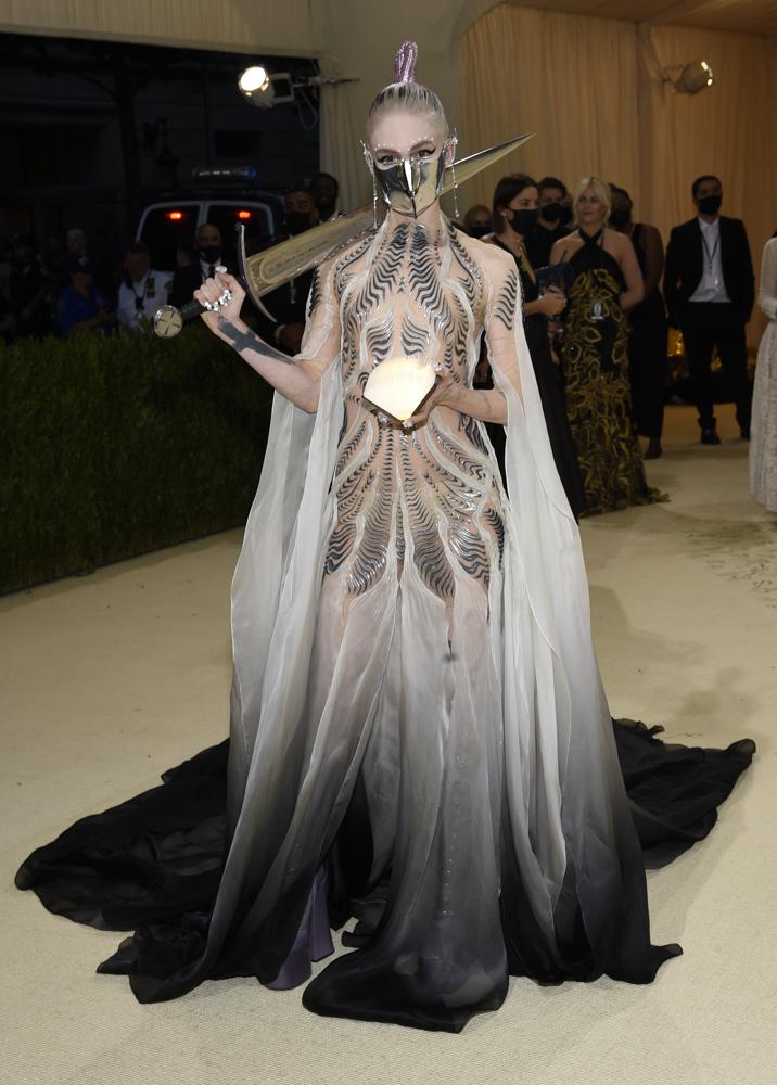 """Grimes attends The Metropolitan Museum of Art's Costume Institute benefit gala celebrating the opening of the """"In America: A Lexicon of Fashion"""" exhibition on Monday, Sept. 13, 2021, in New York. (Photo by Evan Agostini/Invision/AP)"""
