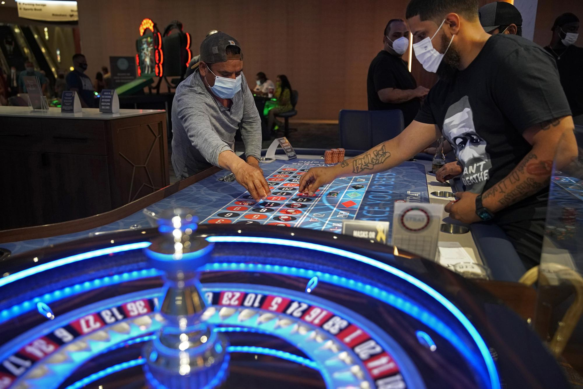 3 Vegas casinos fully opening after 80% worker vaccinations