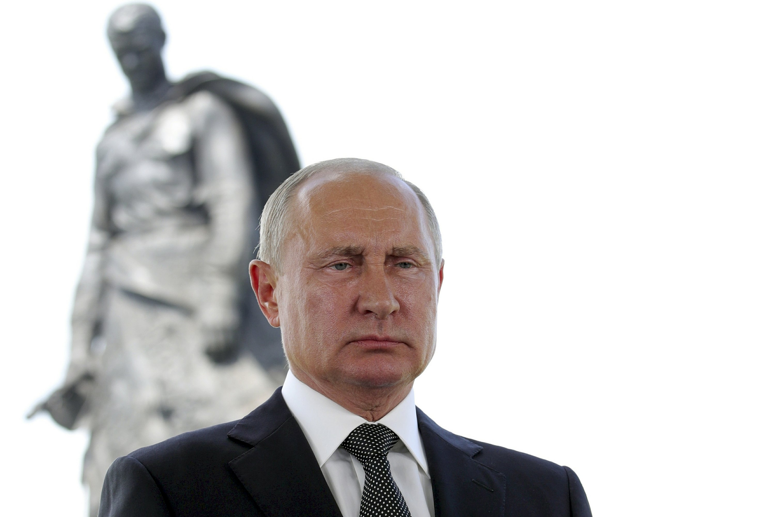 Putin Unveils Monument To Fallen Red Army Wwii Soldiers