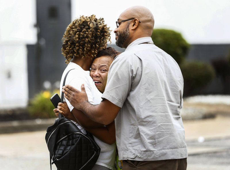 2 dead, 2 wounded in shooting at Walmart in Mississippi