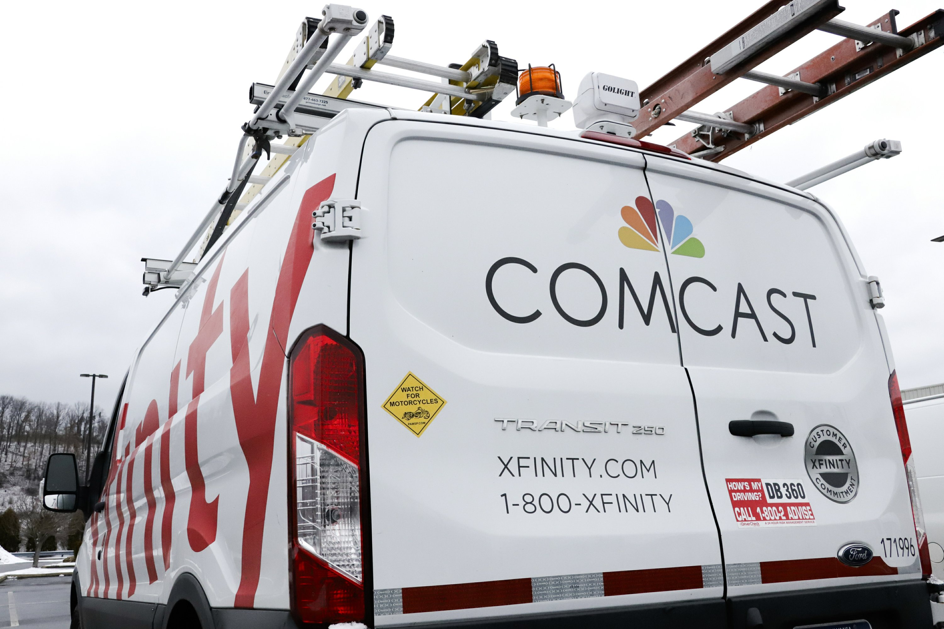 Image result for New internet customers boost Comcast 4th-quarter profit