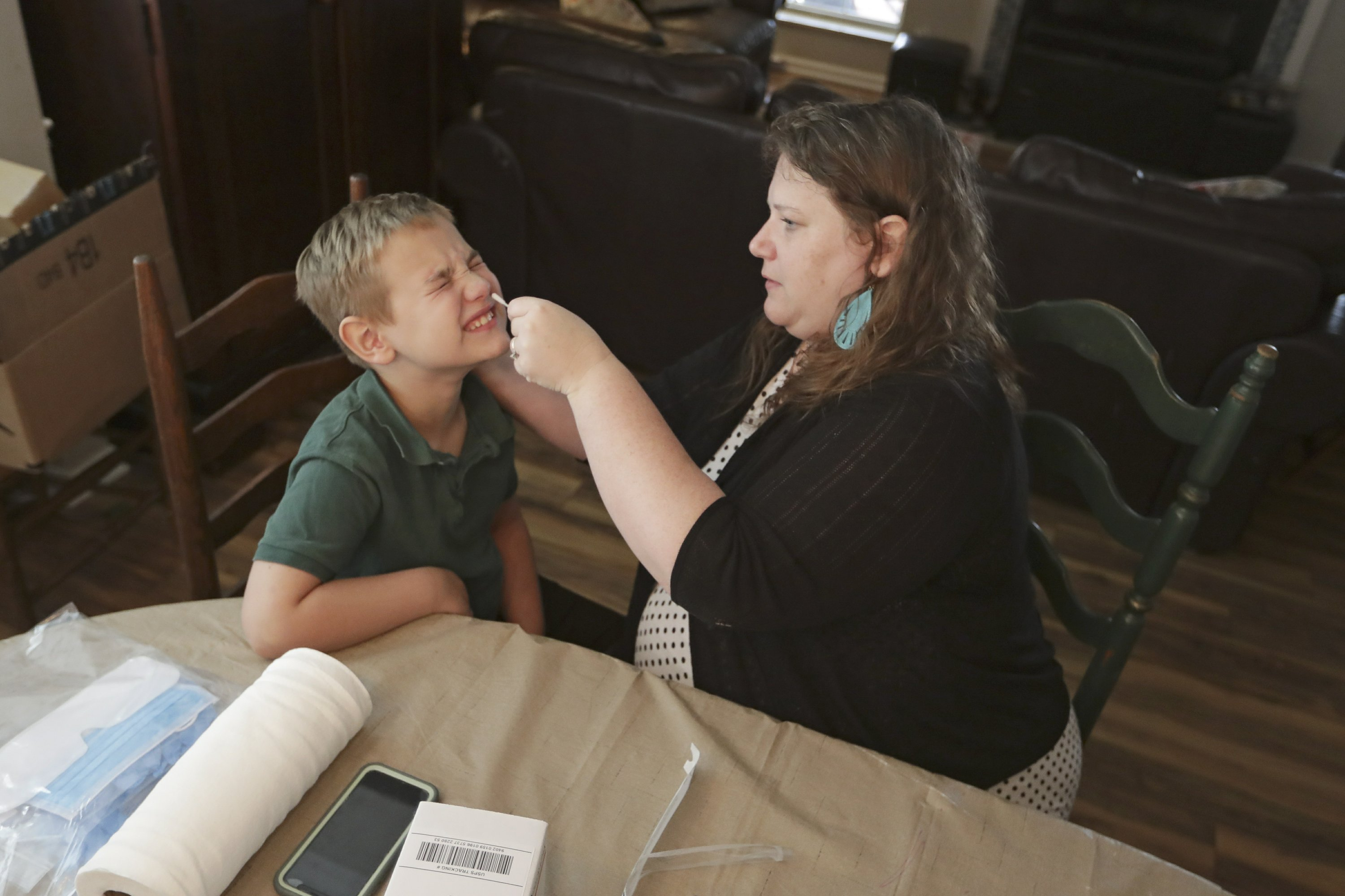 US youngsters, other folks assemble DIY exams for coronavirus science - The Associated Press thumbnail