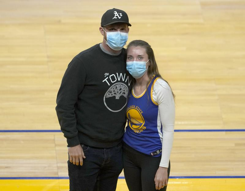 """ICU nurse finds inspiration in Stephen Curry's motivational verse – """"I Can Do All Things"""""""