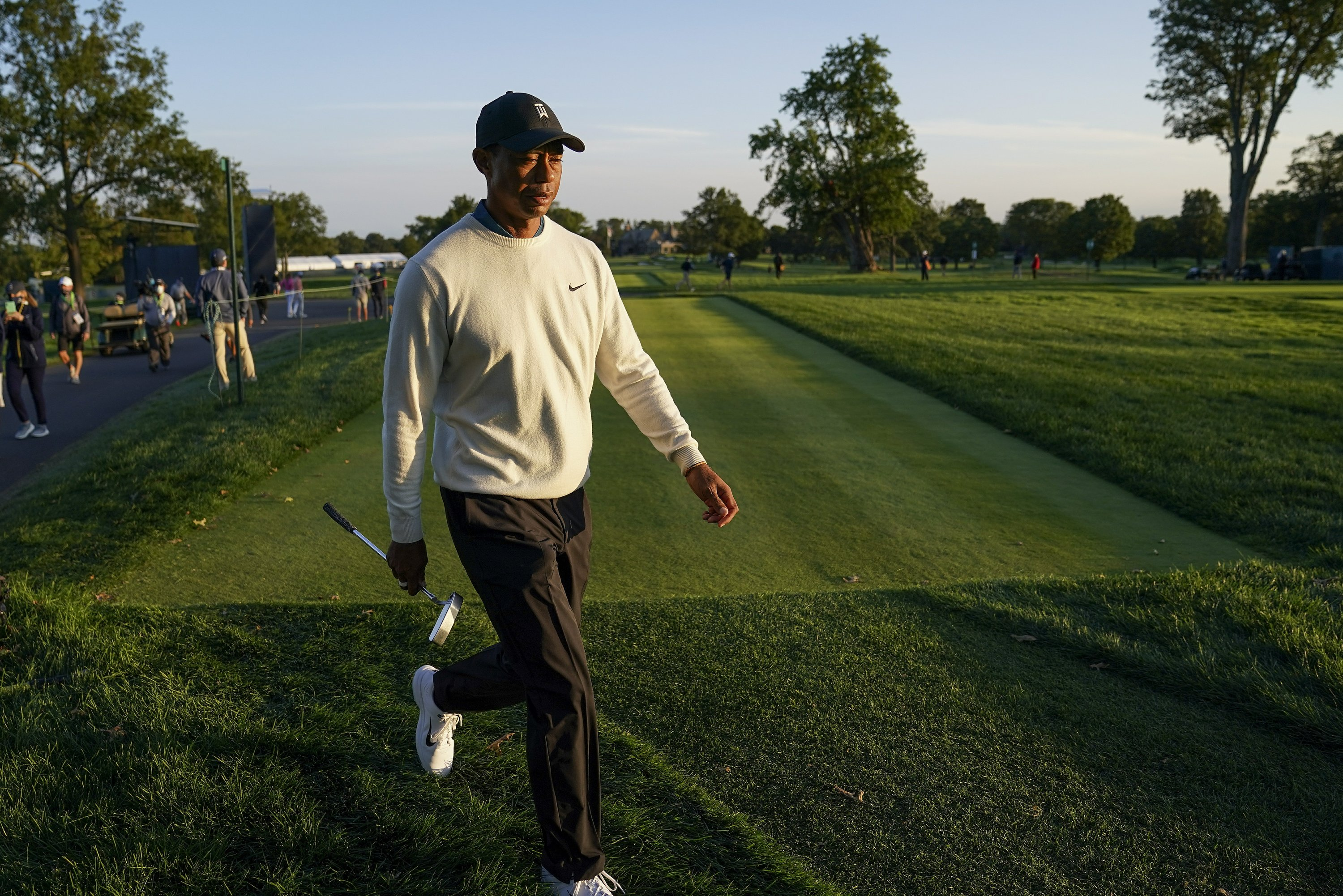 Column: Another major mishap by Tiger Woods at US Open