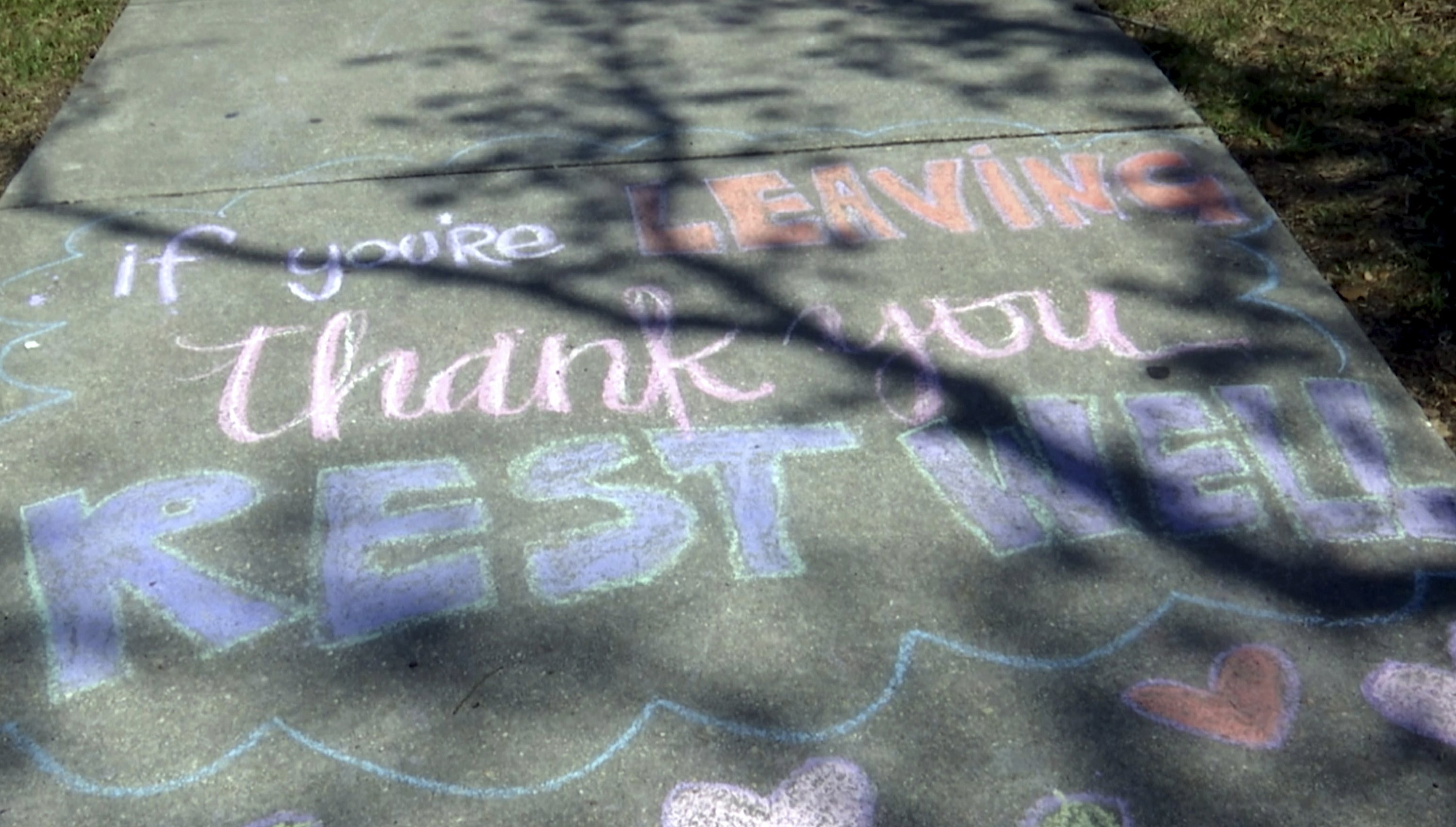 Sidewalk notes bring smiles to hospital staff during virus