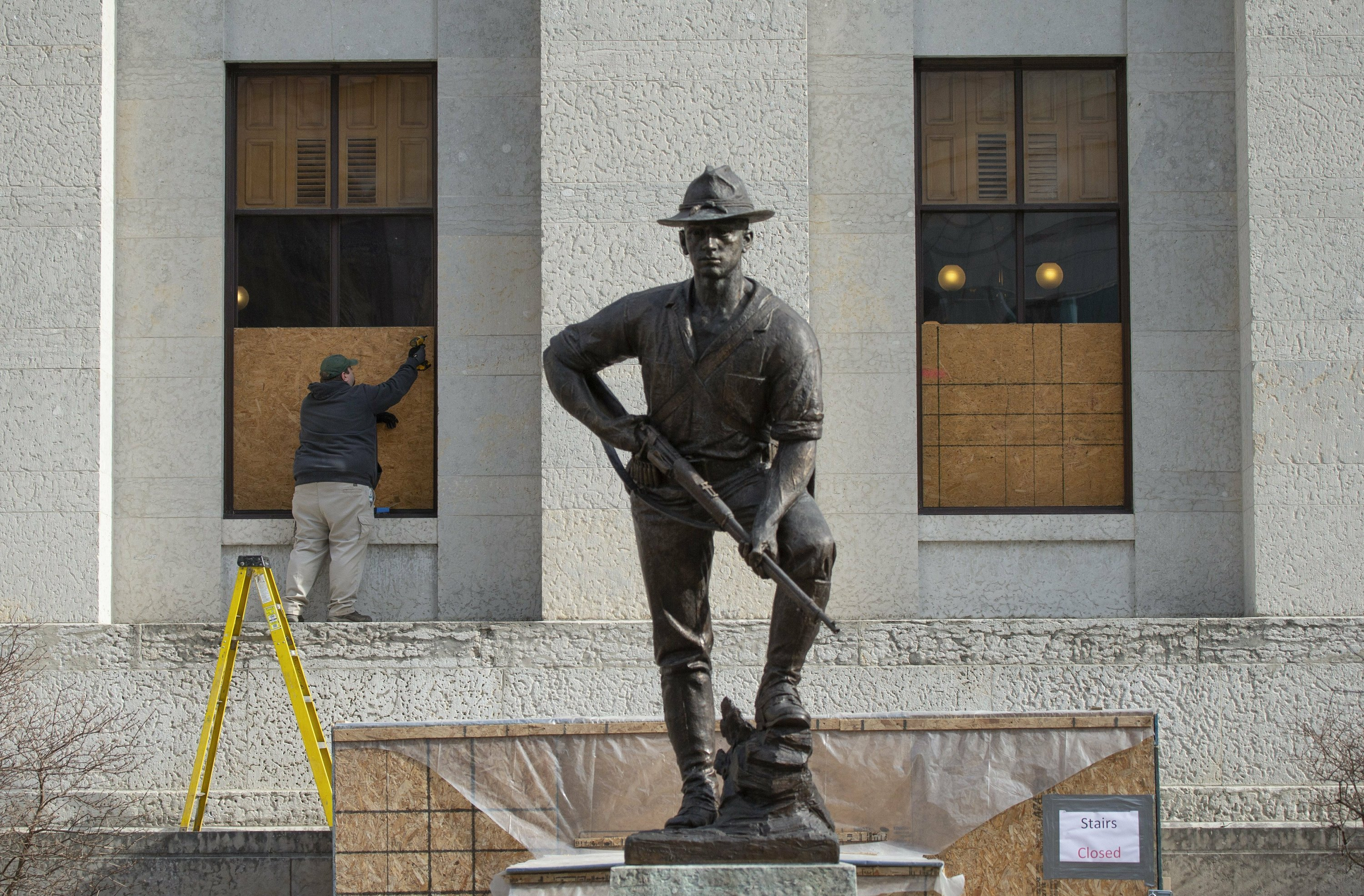 Ohio gov. activates more National Guard as Columbus shutters