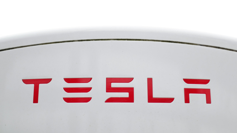 Tesla posts net profit for fifth straight quarter