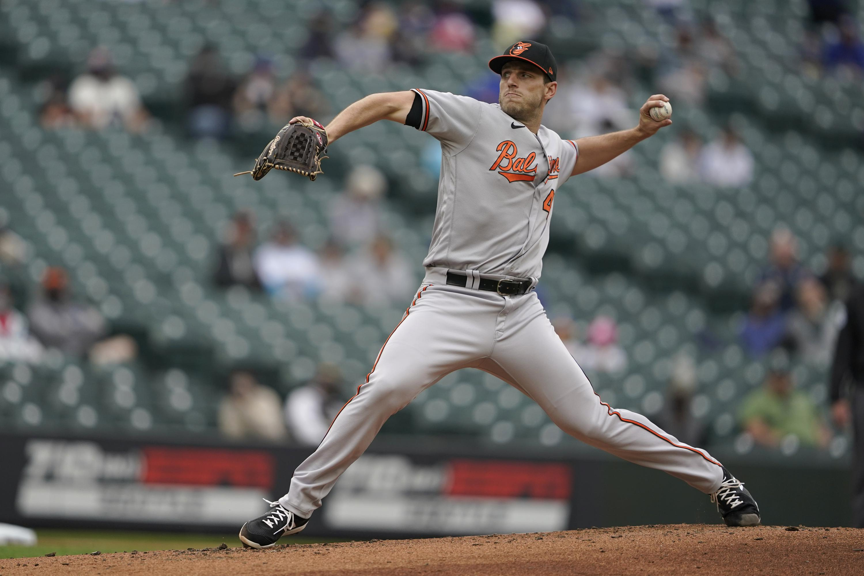 Orioles' John Means has no-hitter through 8 vs. Seattle