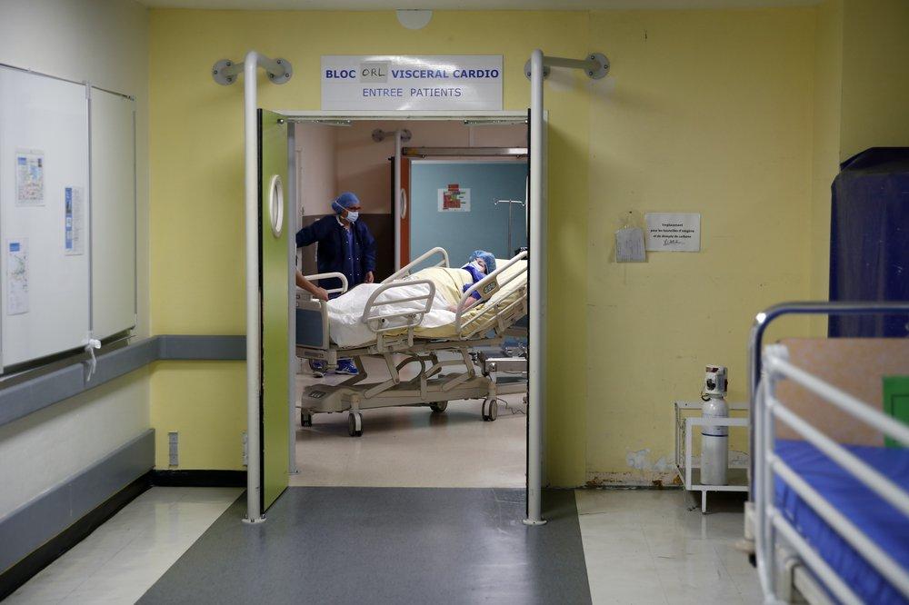 Medics juggle surgery backlogs and coronavirus surge