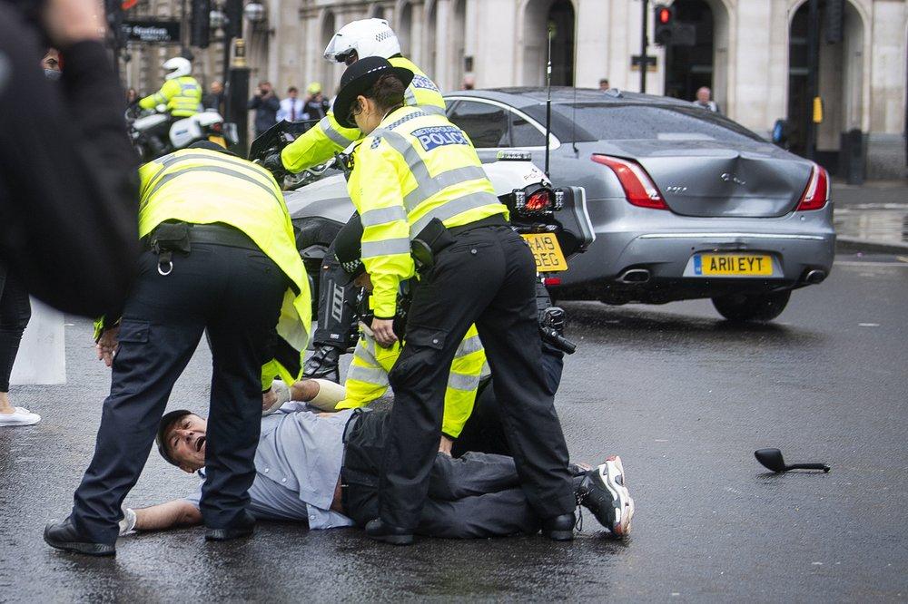 Під автомобіль Бориса Джонсона в Лондоні кинувся протестувальник: деталі інциденту (ФОТО)