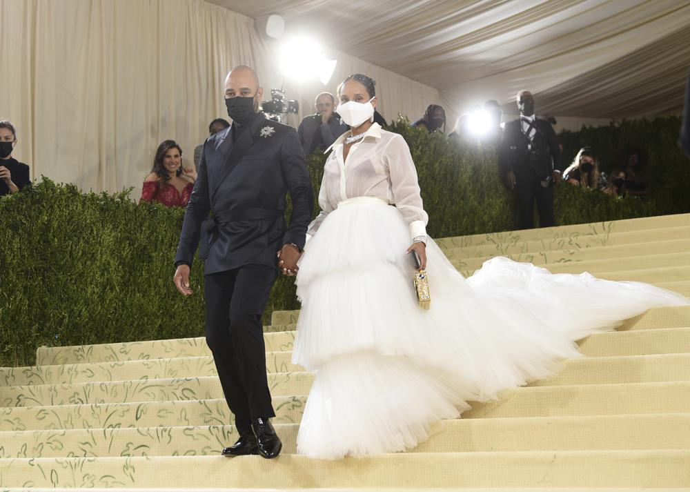 """Swizz Beatz, left, and Alicia Keys attend The Metropolitan Museum of Art's Costume Institute benefit gala celebrating the opening of the """"In America: A Lexicon of Fashion"""" exhibition on Monday, Sept. 13, 2021, in New York. (Photo by Evan Agostini/Invision/AP)"""