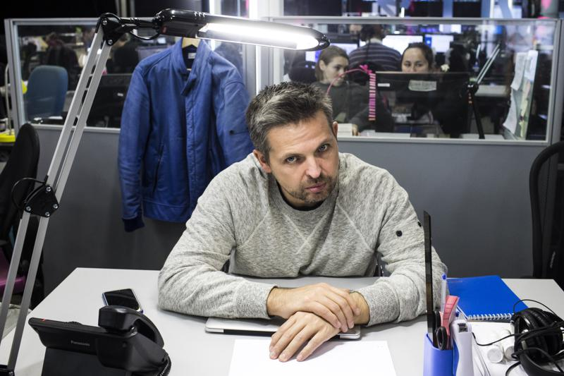 """FILE - In this Thursday, Oct. 6, 2016 file photo, Roman Badanin, chief editor of the Proekt investigative online outlet sits at a working lace in Moscow, Russia. Russian authorities on Thursday, July 15, 2021 declared the publisher of investigative media outlet Proekt an """"undesirable"""" organization and listed several of its journalists as """"foreign agents,"""" the latest move in a series of steps to raise pressure on independent media. (AP Photo/Evgeny Feldman, File)"""