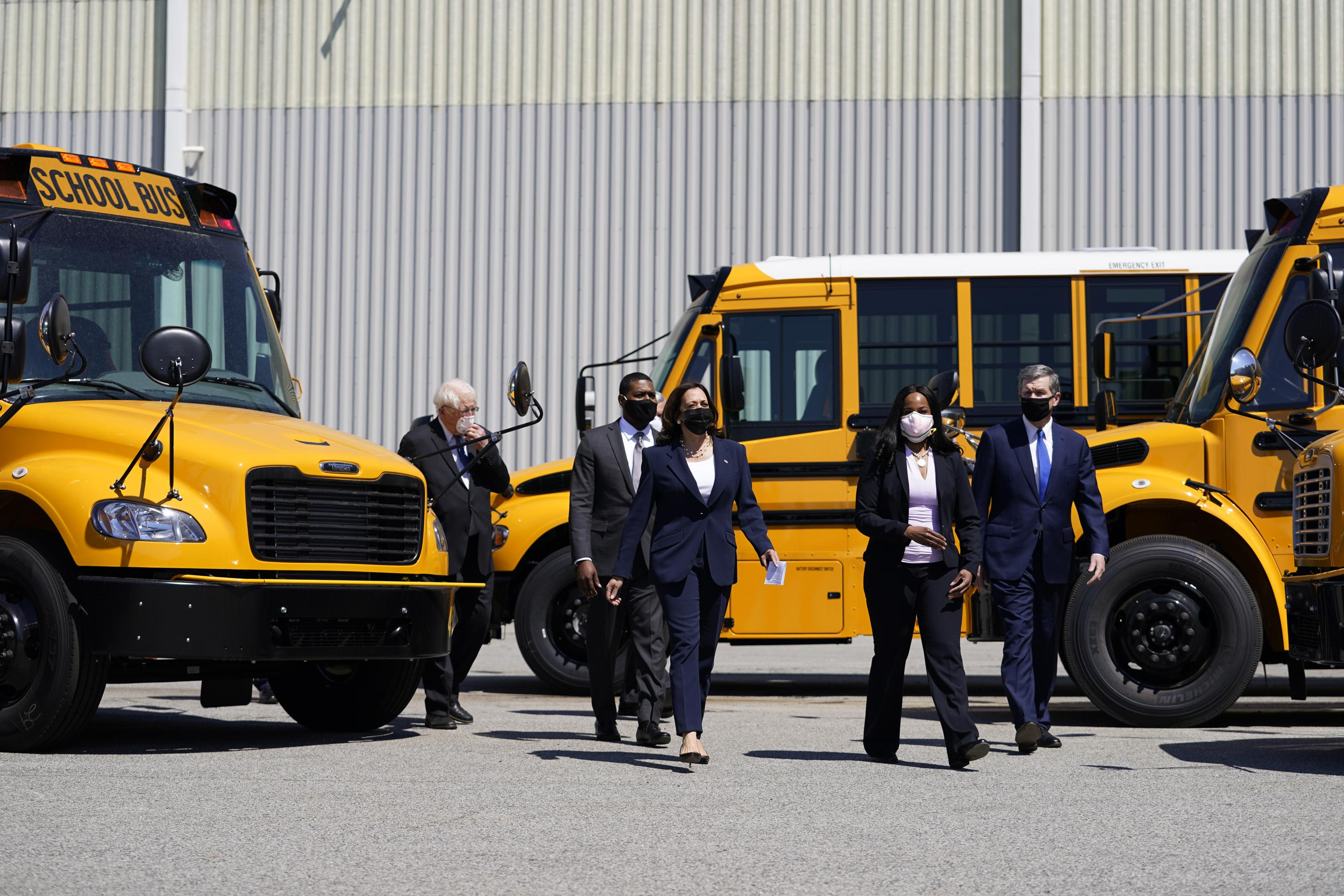 Dems push $25B to electrify school buses, a Biden priority