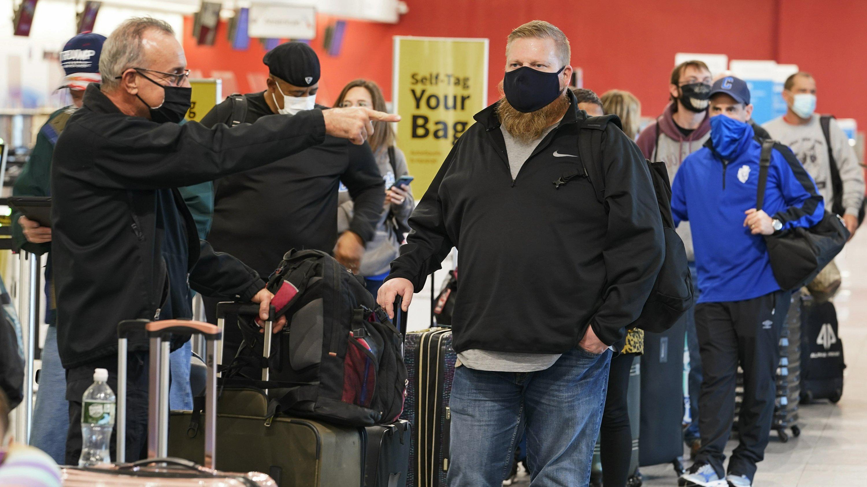 Current Status: Americans risk traveling over Thanksgiving despite warnings