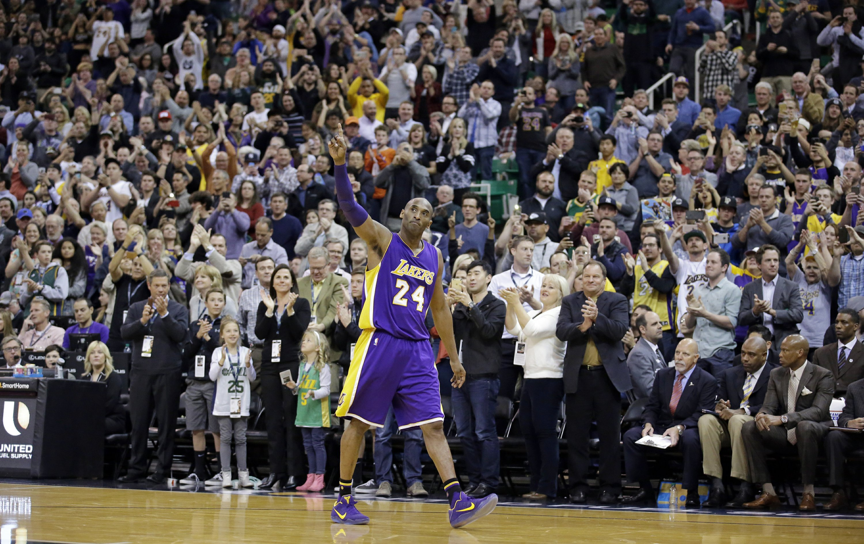 Kobe Bryant, Lakers Great And Basketball Icon, Dies In Crash