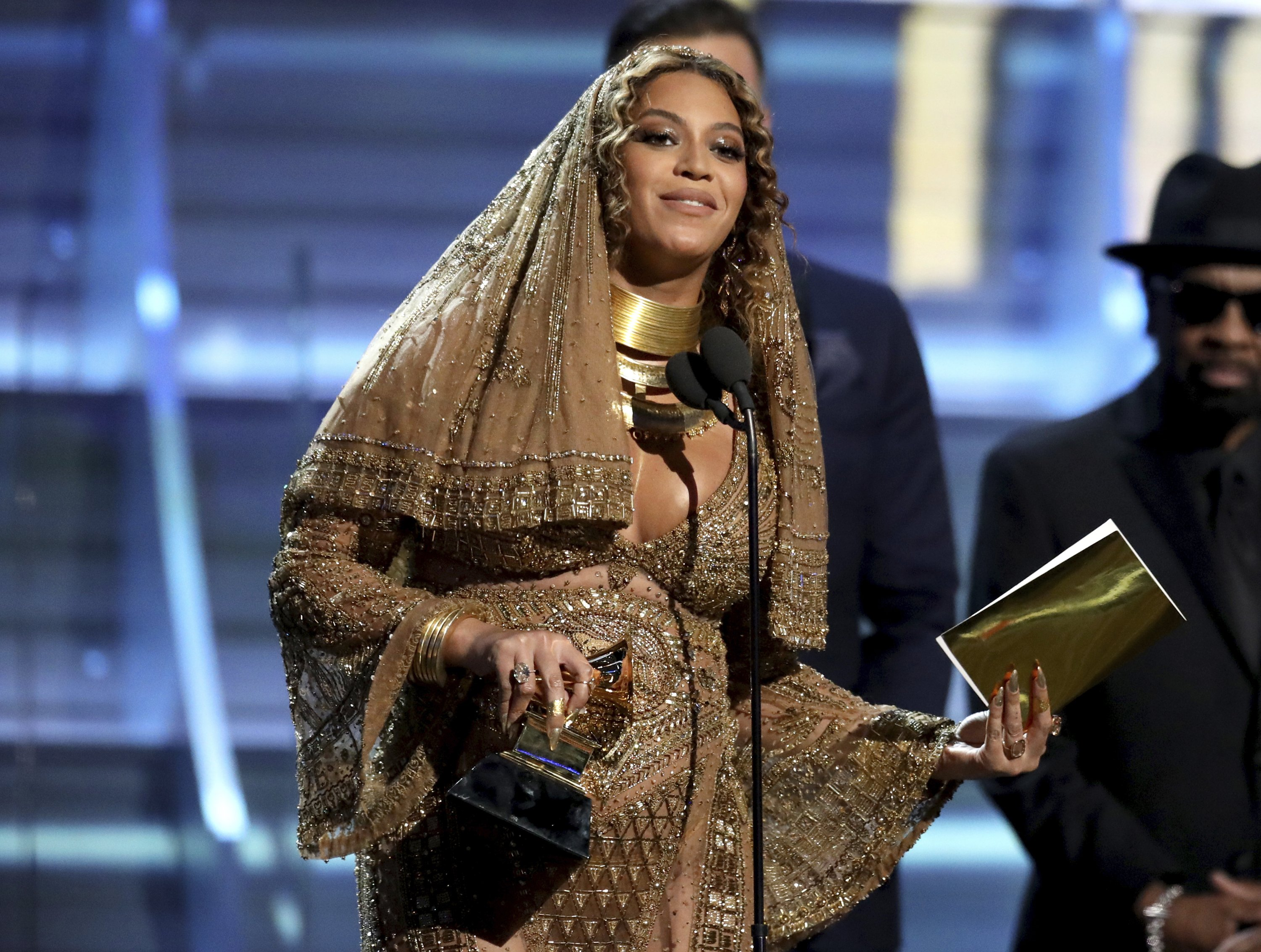 Momma Beyonce Shines Adele Flubs In Grammy S Top Moments
