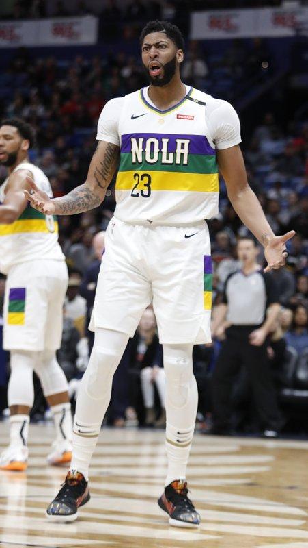 Pelicans: Davis injured shoulder vs Thunder