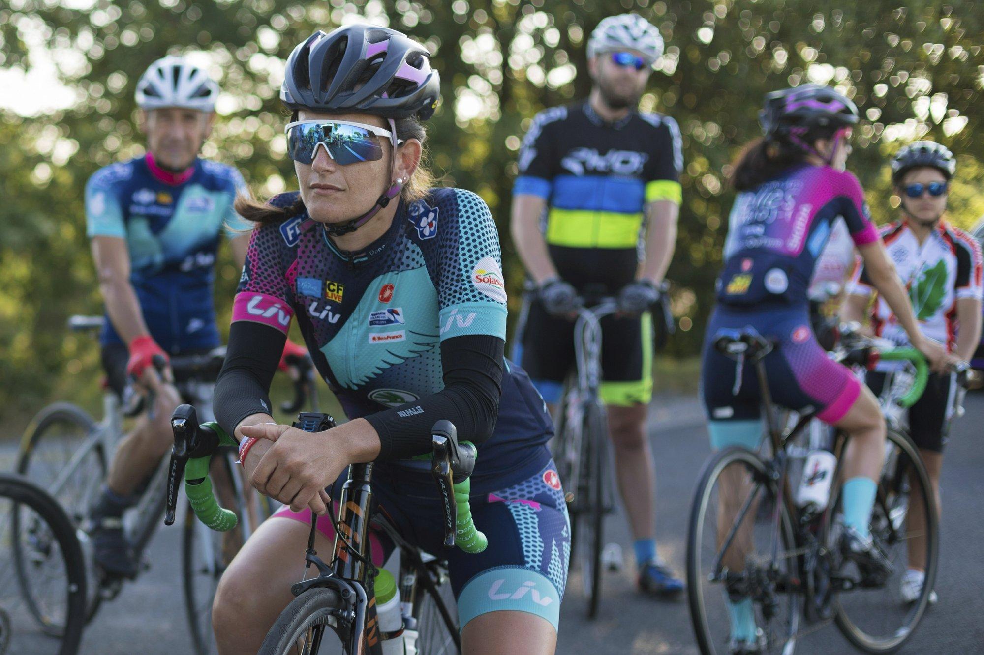 Meet single cyclists