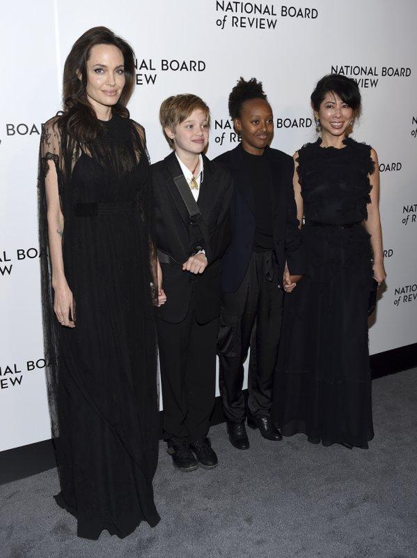 Angelina Jolie, Shiloh Jolie-Pitt, Zahara Jolie-Pitt, Loung Ung