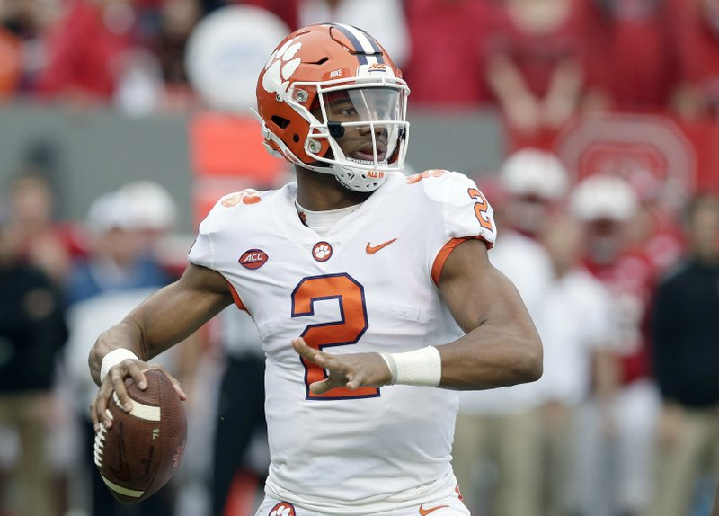 No 6 Clemson Holds Off No 20 Nc State 38 31 In Acc