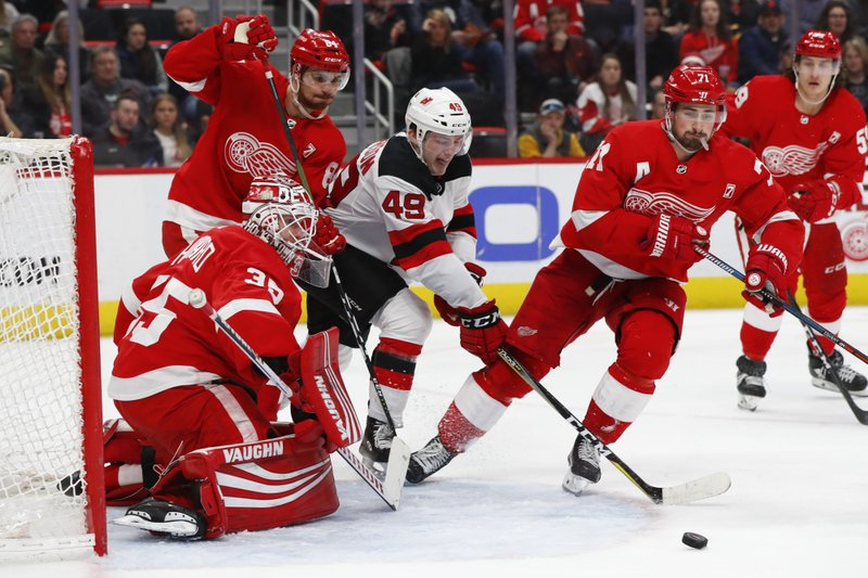 Bernier Howard Share Shutout In Red Wings Win Over Devils