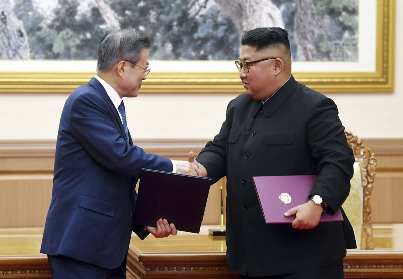 Moon to carry private message from Kim to Trump