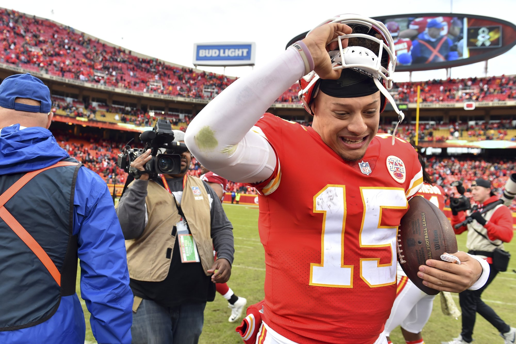 Chiefs  Patrick Mahomes continues to rewrite record books 87434a3be