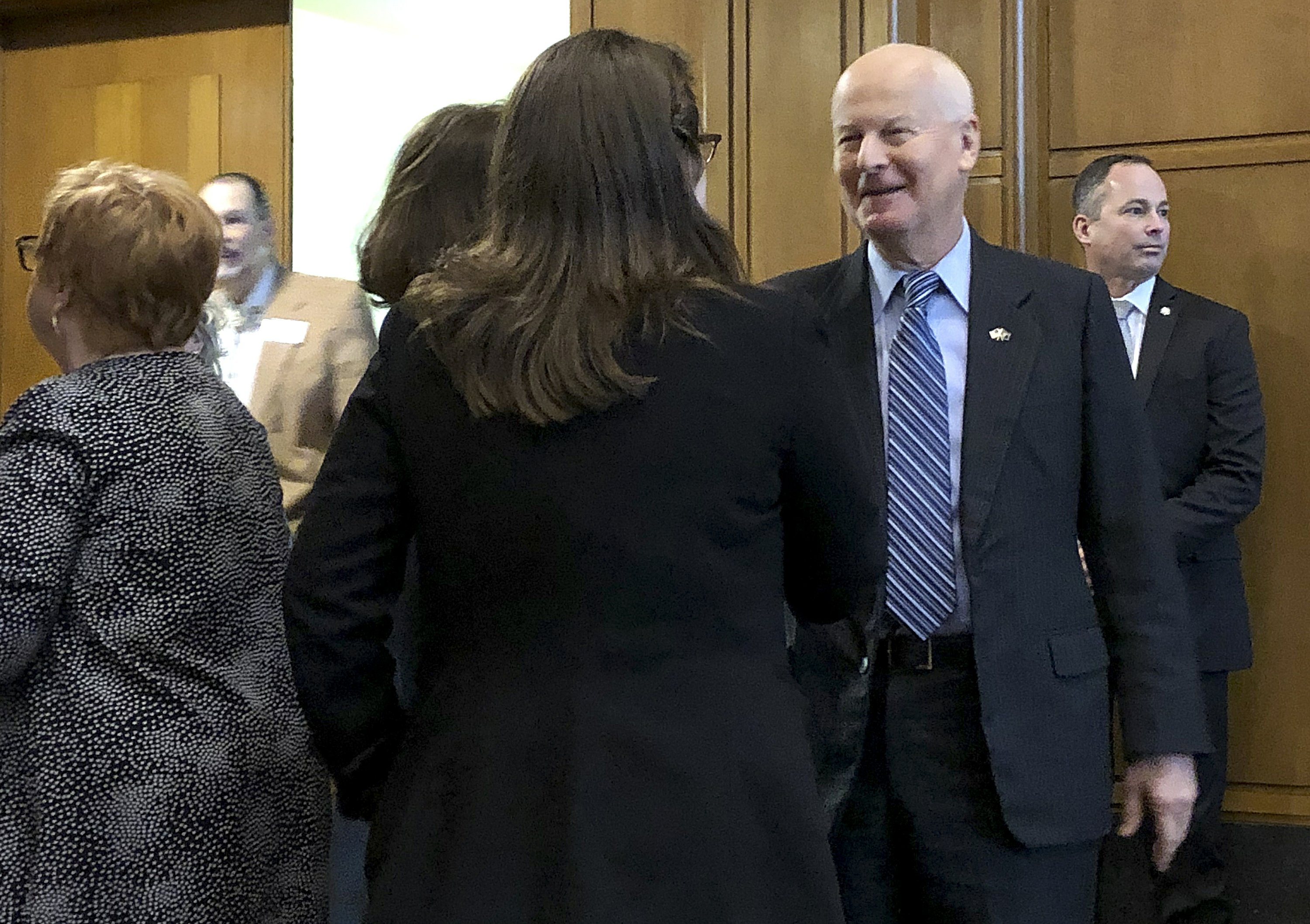 Ailing Oregon Secretary of State scales back office hours