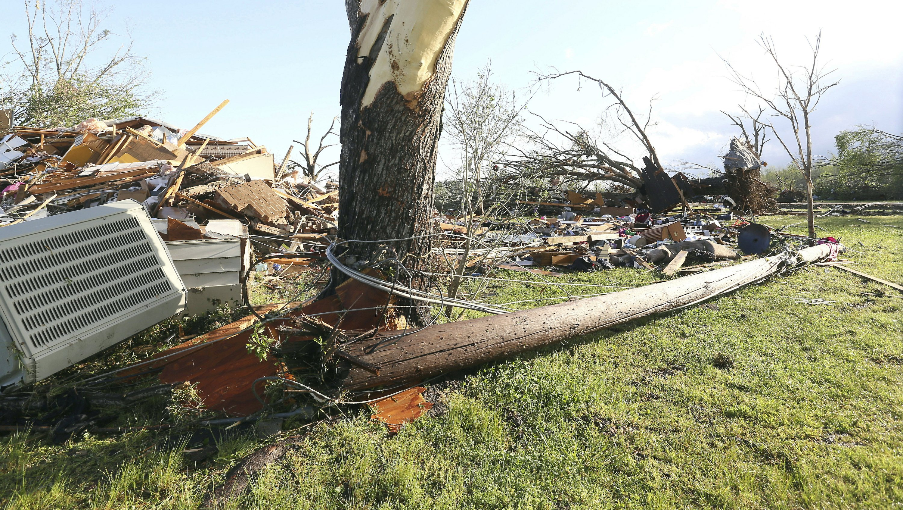 Powerful, deadly storms sweep across the South