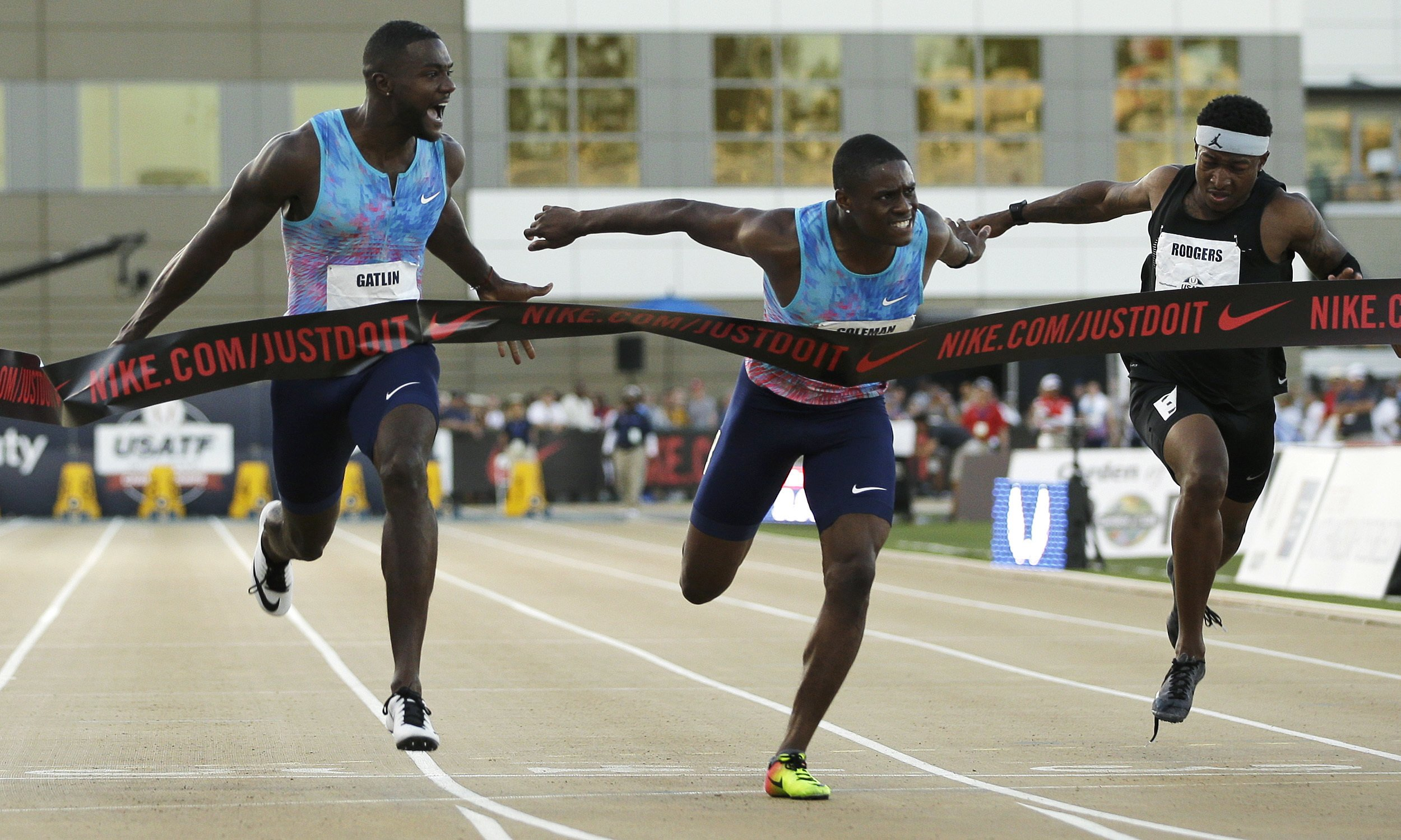 Justin Gatlin holds off youngsters to win 100 at nationals