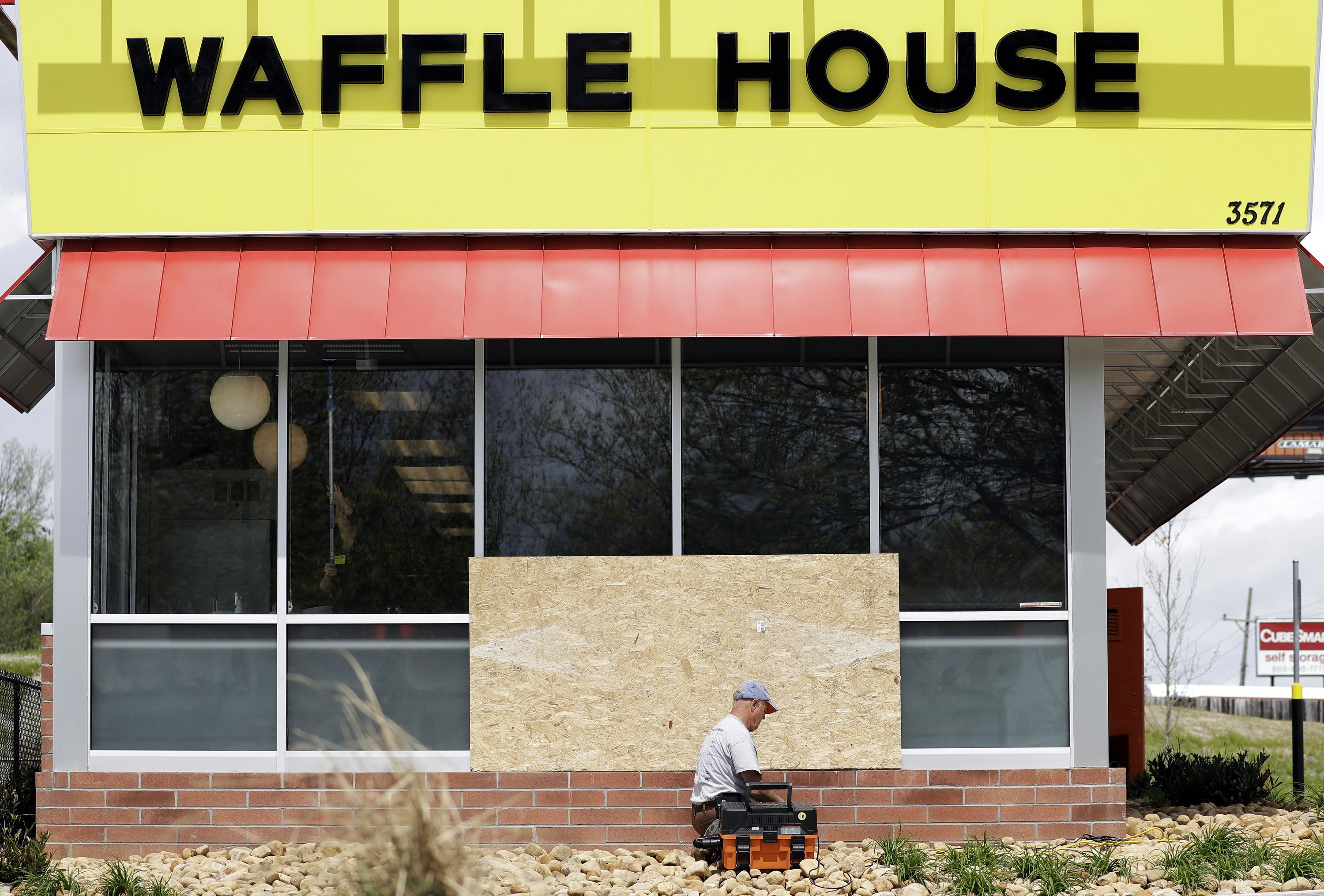 The Latest: 4 homicide charges in Waffle House shooting
