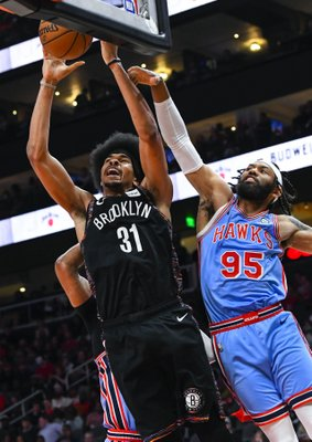 2df26ba5b28 Nets hold off Hawks 114-112 for 3rd straight win