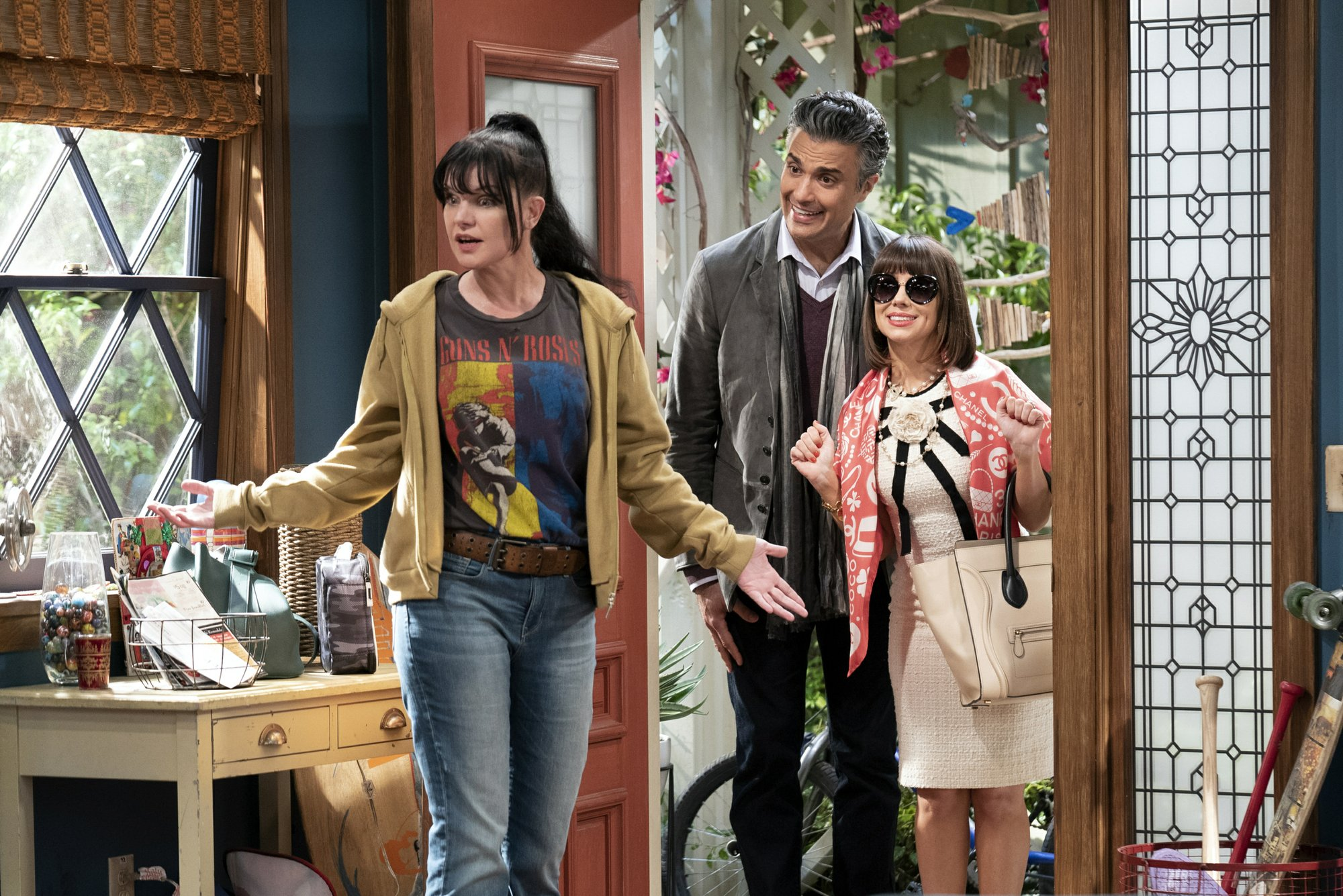 Falco, Perrette, Chuck Lorre sitcom set for new CBS season
