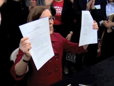 Oregon Governor Signs New Gun Control Law
