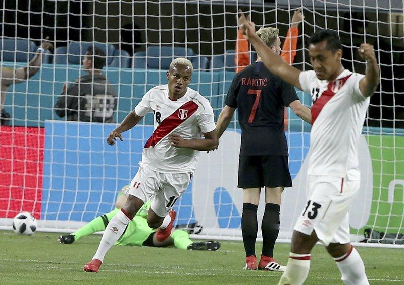 Perú derrota 2-0 a Croacia y suma crédito para el Mundial