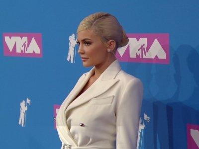 Kylie Jenner, Nicki Minaj, Cardi B pose on VMAs red carpet
