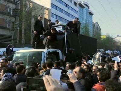 Raw: Iranian Leaders Pray Beside Rafsanjani Coffin