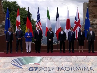 Raw: G-7 Leaders Pose For Photo
