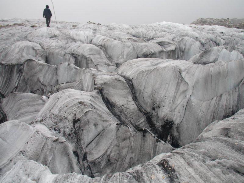 886f782e8ac3 Melting glacier in China draws tourists