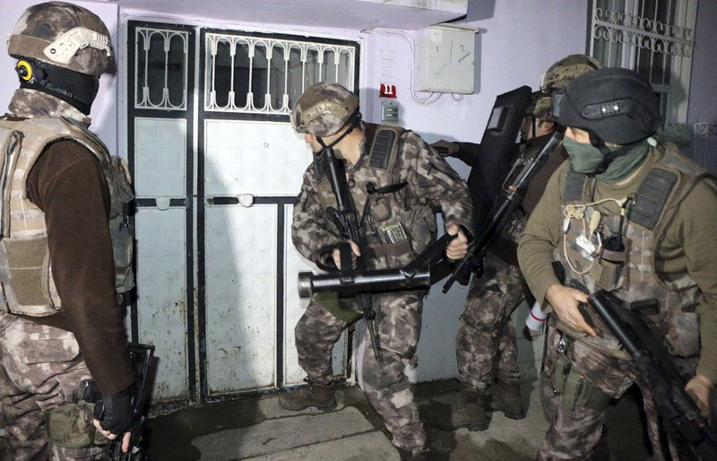 IS suspects detained in Turkey raids rises to nearly 750