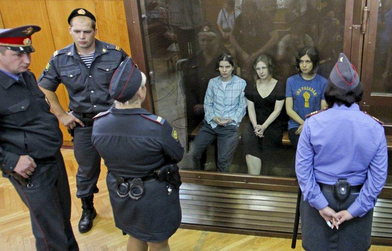 Nadezhda Tolokonnikova,Yekaterina Samutsevich, Maria Alekhina