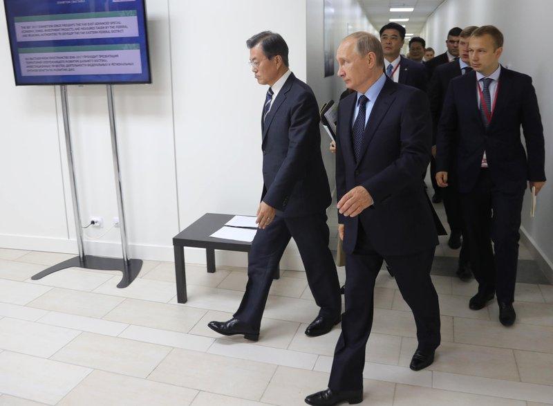 Vladimir Putin, Moon Jae-in
