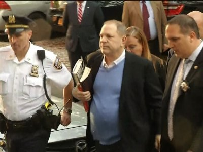 Raw: Harvey Weinstein Arrives at NYPD Station