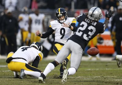 7d9e02a16d8 Boswell s missed FG sends Steelers to 24-21 loss to Raiders