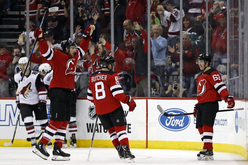 5bb003224 Bratt s late PP goal lifts Devils over winless Coyotes 4-3
