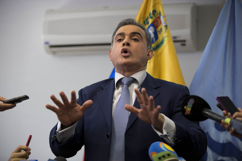 Venezuela takes charge of big bank, arrests 11 executives