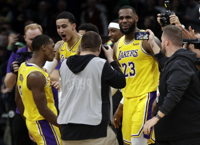 super popular 19134 2632e Rondo's jumper at buzzer lifts Lakers over Celtics 129-128