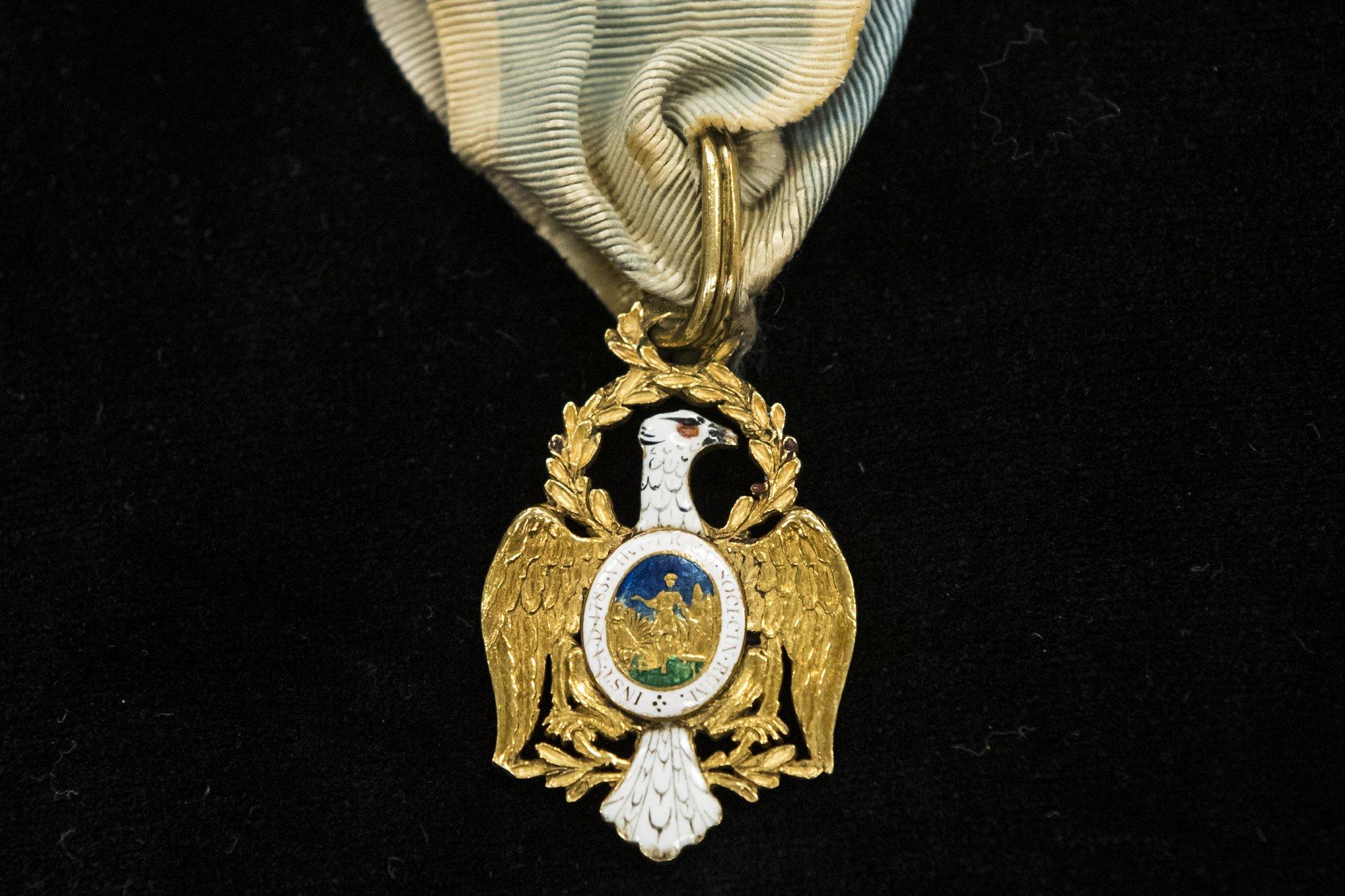 apnews.com - Kristen De Groot - Alexander Hamilton descendant loans heirlooms to museum